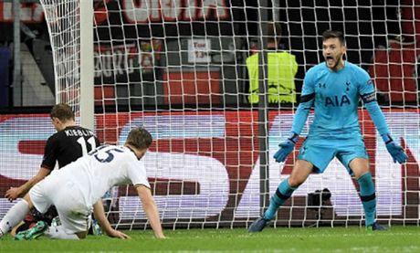 Lloris phan xa nhu 'thanh', Tottenham thoat chet truoc Leverkusen - Anh 4
