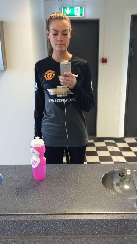 Ann Mari Olsen: CDV yeu Man Utd het minh - Anh 4