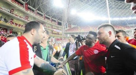 Diem tin hau truong 19/10: Con gai 'sieu co' lam tro ly Ronaldo; Phong thay do MU 'day song' vi phu kien la - Anh 3