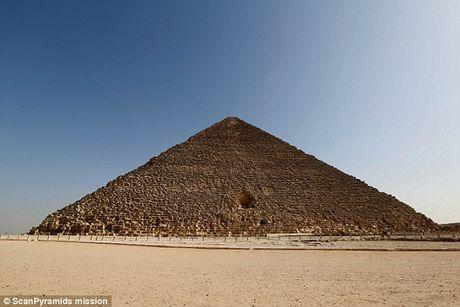 Bat ngo hai khoang bi an trong Dai kim tu thap Giza - Anh 1