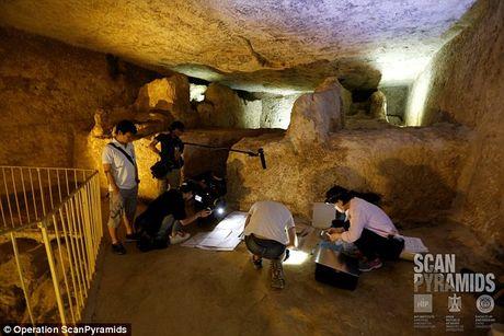 Bat ngo hai khoang bi an trong Dai kim tu thap Giza - Anh 5