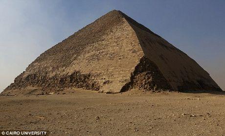 Bat ngo hai khoang bi an trong Dai kim tu thap Giza - Anh 9
