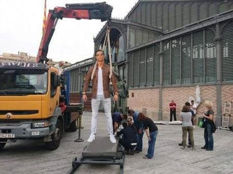 Khoe sieu xe, Cristiano Ronaldo bi che anh the tham - Anh 4