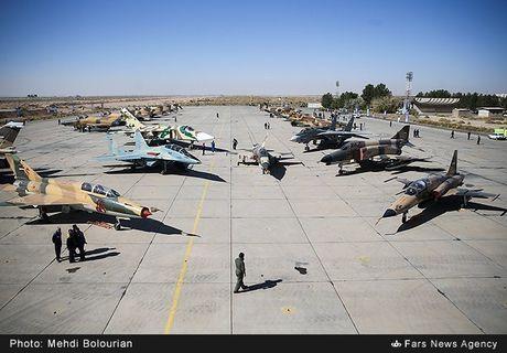 Kinh ngac canh Khong quan Iran trien khai tap tran lon - Anh 1