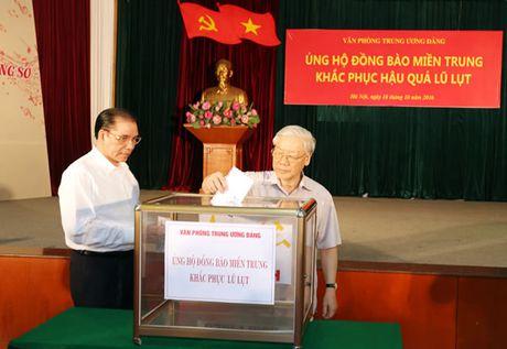 Lanh dao Dang, Nha nuoc ung ho dong bao vung lu Bac mien Trung - Anh 1