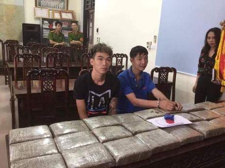 Pha chuyen an, bat 2 doi tuong van chuyen 40 banh can sa - Anh 1