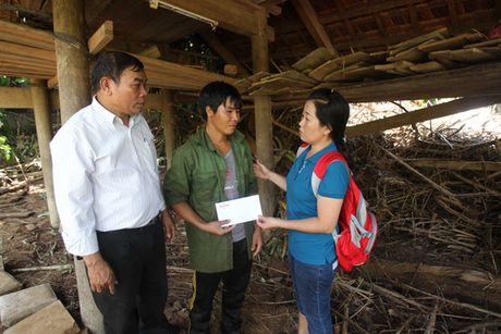 Bao Nguoi Lao Dong tiep tuc cuu tro nguoi dan vung lu Quang Binh - Anh 10