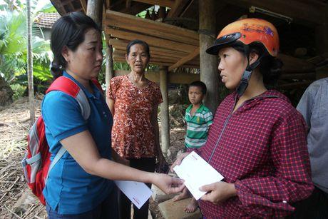 Bao Nguoi Lao Dong tiep tuc cuu tro nguoi dan vung lu Quang Binh - Anh 9
