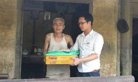 Bao PLVN ve voi dong bao vung lu Huong Khe - Ha Tinh - Anh 1