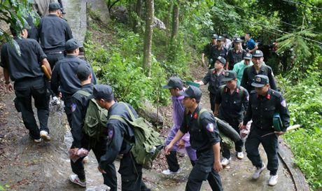 Chuan bi dua thi the 3 phi cong gap nan o Vung Tau xuong nui - Anh 1