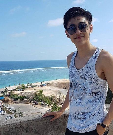 Chang canh sat dep trai, hut fan o san bay Singapore - Anh 4