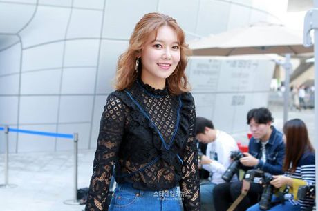 Na Eun nam tinh, Kim So Hyun gia dan tai Seoul Fashion Week - Anh 3