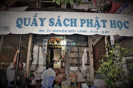 Quay sach Phat hoc 'mien phi' doc va cho muon giua long Sai Gon - Anh 11
