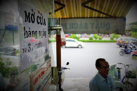Quay sach Phat hoc 'mien phi' doc va cho muon giua long Sai Gon - Anh 4