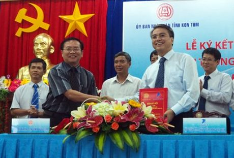 Kon Tum la tinh/thanh thu 50 VNPT ky ket hop tac ve VT-CNTT - Anh 1