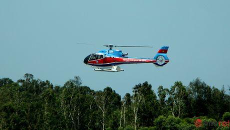 Toan canh ngay thu nhat tim kiem truc thang EC-130 qua anh - Anh 1