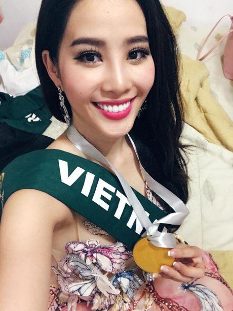 Nam Em 'rinh' huy chuong bac tai nang tai cuoc thi Hoa hau Trai dat - Anh 2
