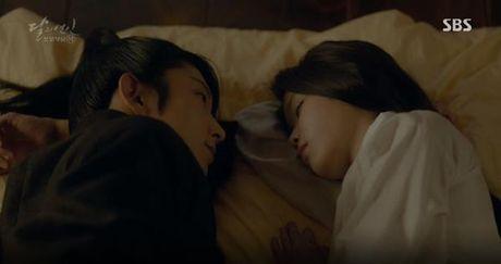 Nguoi tinh anh trang tap 16: IU chung kien Lee Jun Ki giet chet em trai - Anh 11