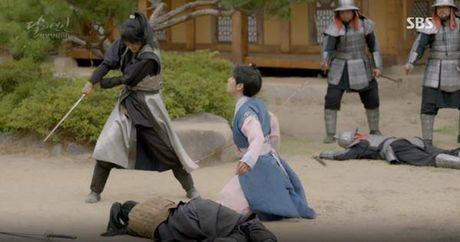Nguoi tinh anh trang tap 16: IU chung kien Lee Jun Ki giet chet em trai - Anh 4