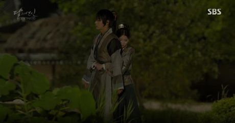 Nguoi tinh anh trang tap 16: IU chung kien Lee Jun Ki giet chet em trai - Anh 7