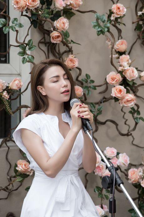Dau tu 10 trieu dong, Tra Ngoc Hang 'sieu' tiet kiem khi lam MV moi  - Anh 7