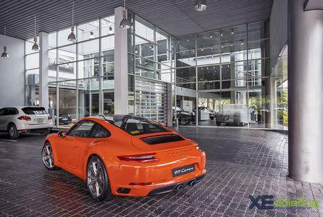 Ve dep Porsche 911 Carrera mau doc Lava Orange gia hon 8 ti dong - Anh 4