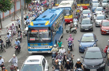 Khong con xe khach di xuyen tam Ha Noi - Anh 1