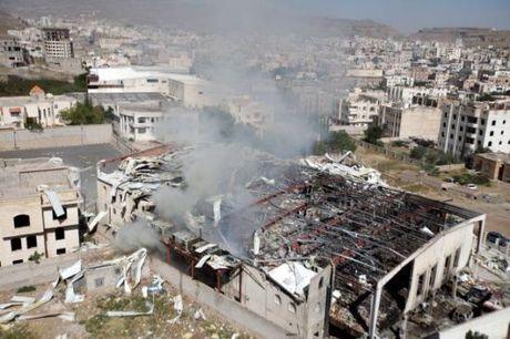 Phien quan Houthi bat ngo dong thuan lenh ngung ban o Yemen - Anh 1