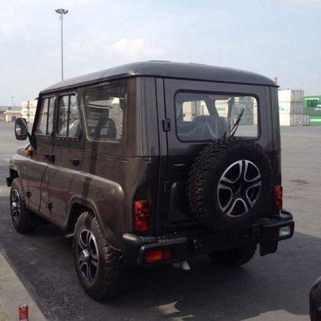 Chiem nguong 3 chiec xe o to Nga dau tien ve Viet Nam - Anh 3