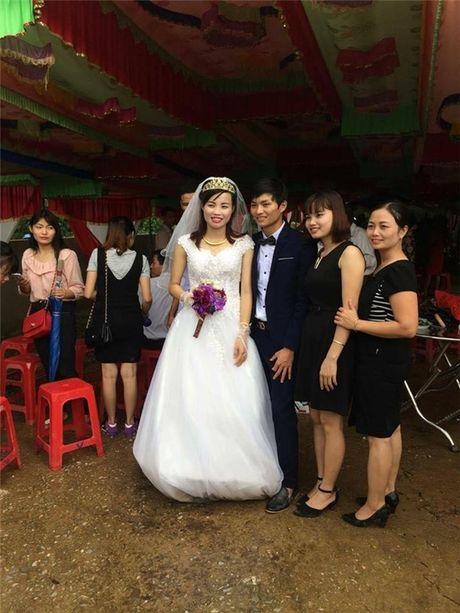 Xuc dong canh ruoc dau ngay thoi diem nuoc lu dang cao o Ha Tinh - Anh 4