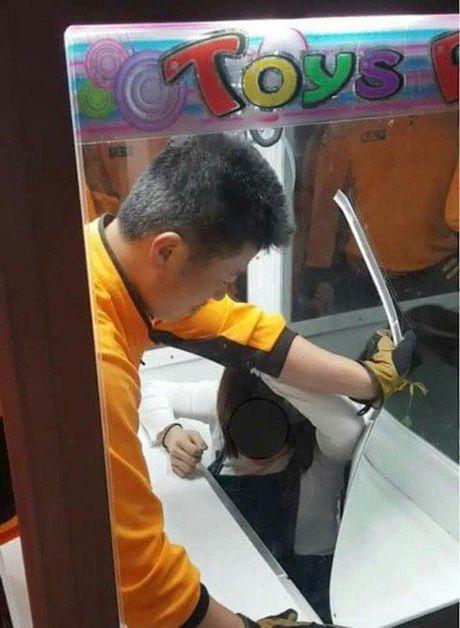 Co gai 20 tuoi say ruou bat ngo lam duoc dieu khong tuong nay - Anh 2