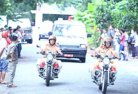 Dua 3 phi cong tu nan ve TP HCM - Anh 9