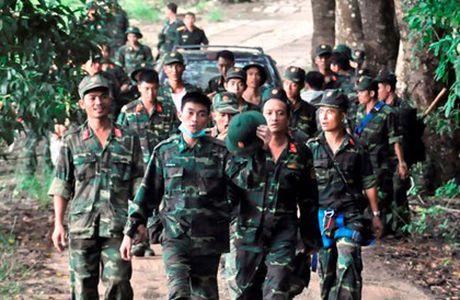 Dau don dua thi the 3 phi cong xuong nui - Anh 1