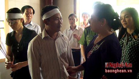 Phu nhan Chu tich nuoc tham hoi gia dinh hoc sinh duoi nuoc o Nam Dan - Anh 1