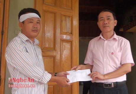 Phu nhan Chu tich nuoc tham hoi gia dinh hoc sinh duoi nuoc o Nam Dan - Anh 2