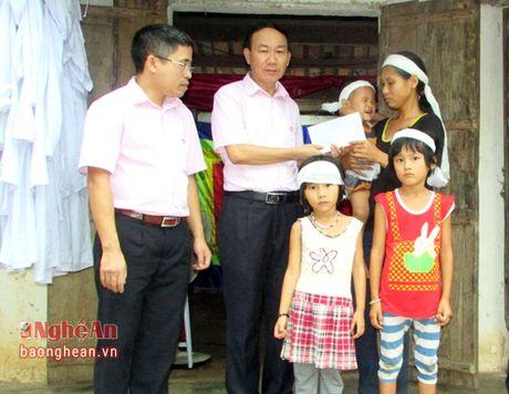 Phu nhan Chu tich nuoc tham hoi gia dinh hoc sinh duoi nuoc o Nam Dan - Anh 3