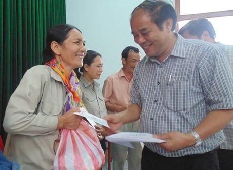 Quy Tam long vang ho tro NLD thi xa Ba Don (Quang Binh) - Anh 2