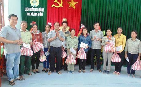 Quy Tam long vang ho tro NLD thi xa Ba Don (Quang Binh) - Anh 3