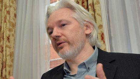 Ecuador chan duong truyen, khong cho nha sang lap WikiLeaks dung internet - Anh 1