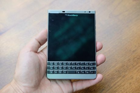 BlackBerry Passport mau bac xach tay co gia 6,6 trieu dong - Anh 1