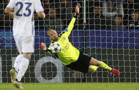 Thang tran thu 3, Leicester viet tiep co tich o chau Au - Anh 10