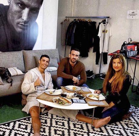 Ronaldo chon con gai 'sieu co' Mendes lam tro ly - Anh 3