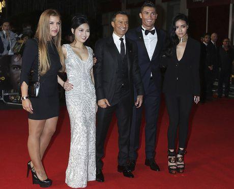 Ronaldo chon con gai 'sieu co' Mendes lam tro ly - Anh 8