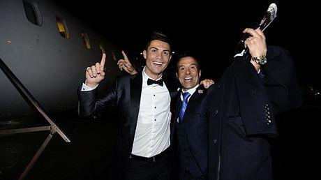 Ronaldo chon con gai 'sieu co' Mendes lam tro ly - Anh 9