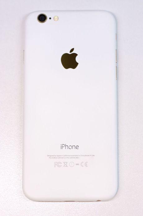 Sau iPhone den nham, xuat hien iPhone trang nham - Anh 1