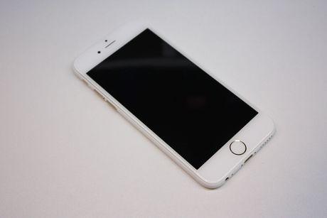 Sau iPhone den nham, xuat hien iPhone trang nham - Anh 2