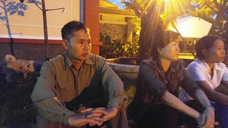 Gia dinh nac nghen o nha tang le cho thi the 3 phi cong - Anh 2