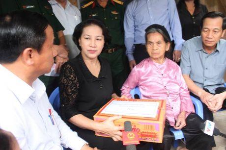 Chu tich Quoc hoi tham hoi ba con vung ron lu Huong Khe - Anh 1