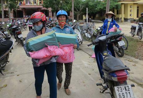 Chung suc cung ba con vung lu Quang Binh - Anh 7