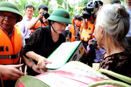 Chu tich Quoc hoi: Tap trung giup dan khac phuc hau qua, khoi phuc SX, som on dinh doi song - Anh 1